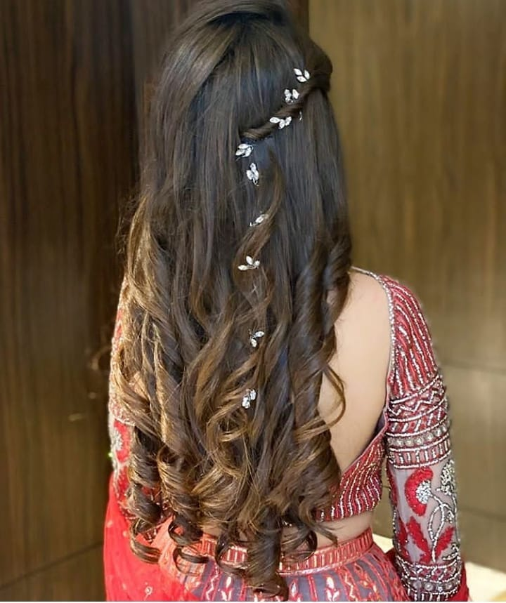 27 Jaw Dropping Inspirational Hairstyles With Gajra Veni Which Makes You Stand Out In Crowd Dressup And Blossom